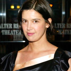 Phoebe Cates Net Worth