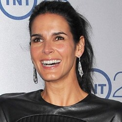 Angie Harmon Net Worth