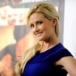 Holly Madison Covers Breasts with $1 Million Insurance