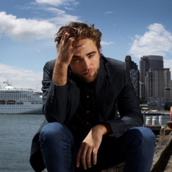 Robert Pattinson's House:  It Is Only a Matter of Time Before Twi-Hards Start Camping on the Lawn