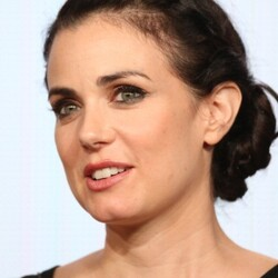 Mia Kirshner Net Worth