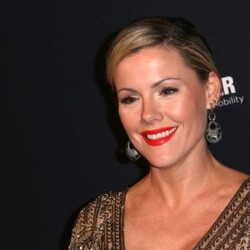 Kathleen Robertson Net Worth