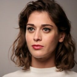 Lizzy Caplan Net Worth