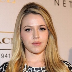 Majandra Delfino Net Worth