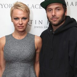 Pamela Anderson Claims Ex-Husband Secretly Earned $40 Million Playing Poker Last Year... Off One Guy!!!