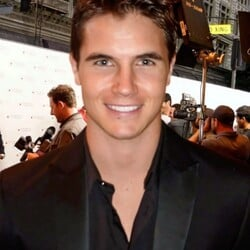 Robbie Amell Net Worth