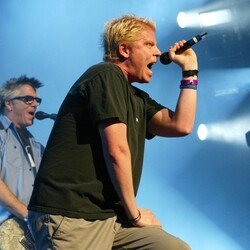 """Rock Star, Pilot, PhD, Entrepreneur... Dexter Holland Of """"The Offspring"""" Is The Real Life Most Interesting Man In The World"""