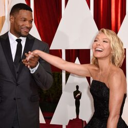 Kelly Ripa Net Worth And Salary – What Is Going On With Michael Strahan?!