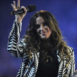 Alanis Morissette Sues Business Manager