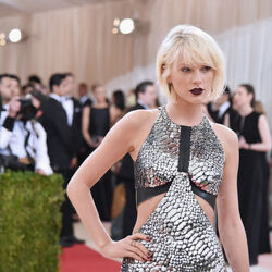 $170 Million Makes Taylor Swift The Highest Paid Celebrity In The World... BY FAR!