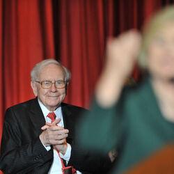 Warren Buffett Slams Donald Trump At Clinton Rally
