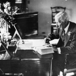 The Rockefeller Family's Four Secrets To Preserving Family Wealth