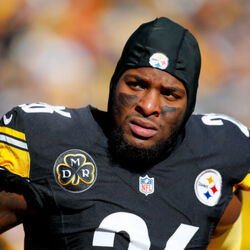 Le'Veon Bell Could Sit Out Half Of The Season To Save Himself For Free Agency