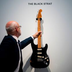 "David Gilmour Of Pink Floyd Just Sold His ""Black Strat"" Guitar For A Record $3.975 Million"