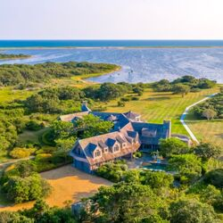 Barack And Michelle Obama Are Buying A Huge Martha's Vineyard Estate Listed For $14.9 Million