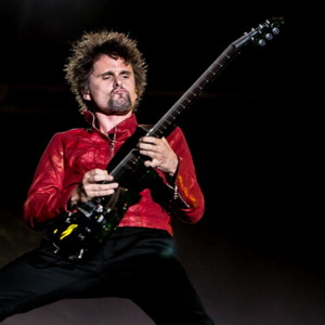 What are some tips on playing guitar like Matthew Bellamy ...