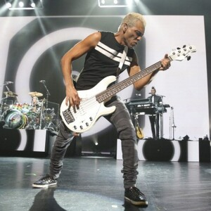 Tony Kanal Net Worth