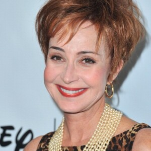Annie Potts Net Worth