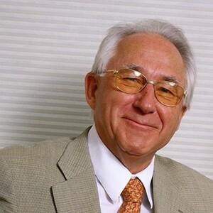 Horst Paulmann Net Worth