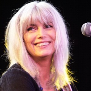 Emmylou Harris Net Wor... Taylor Swift Net Worth