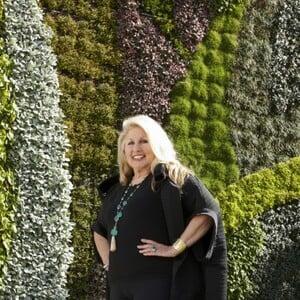 Jane Holzer Net Worth