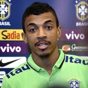 Luiz Gustavo Net Worth
