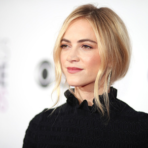 Emily wickersham net worth celebrity net worth - Emily wickersham gardener of eden ...