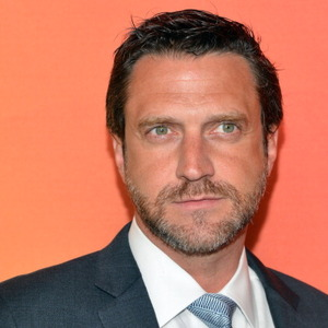 Raul Esparza Net Worth