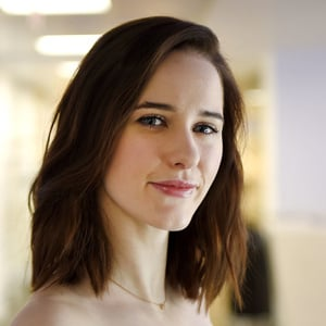 Rachel Brosnahan Net Worth