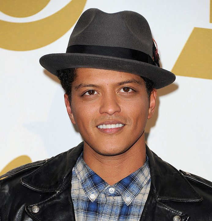 [VIDEO] Bruno Mars' New Song: Performs 'Chunky' On 'SNL ...