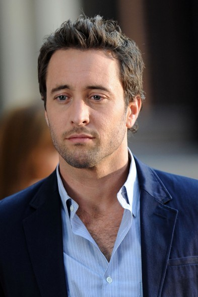 How much does Alex O'Loughlin make?