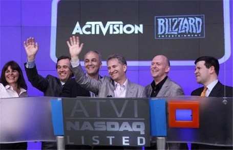 West aned Zampella, the creators of Modern Warfare by Infinity Ward, are suing Activision Blizzard.