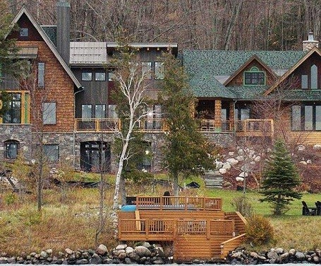 Michael Moore supports Occupy Wall Street while owning a $2 million vacation home.