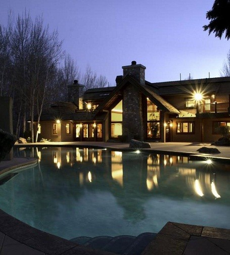 Bruce Willis's home in Hailey, Idaho is for sale.