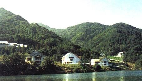 Kim Jong Il's lakeside chalets