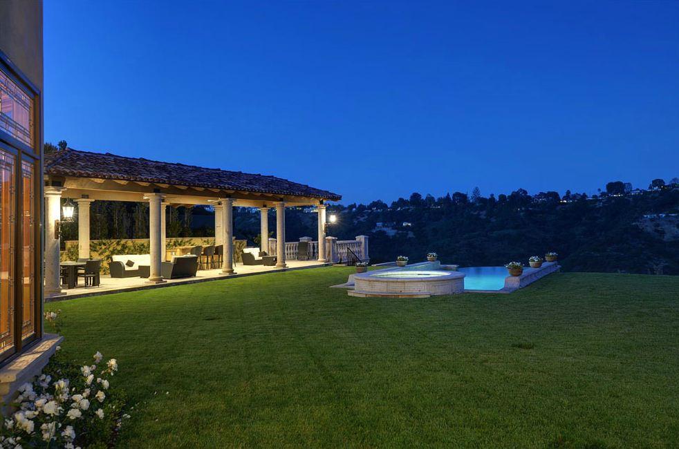 kim kardashian and kanye west 39 s new 11 million bel air. Black Bedroom Furniture Sets. Home Design Ideas