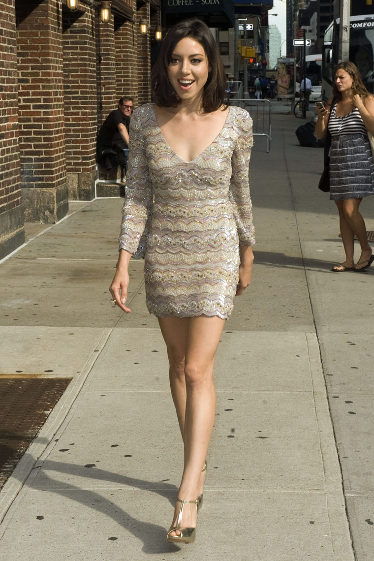 Aubrey Plaza tight dress
