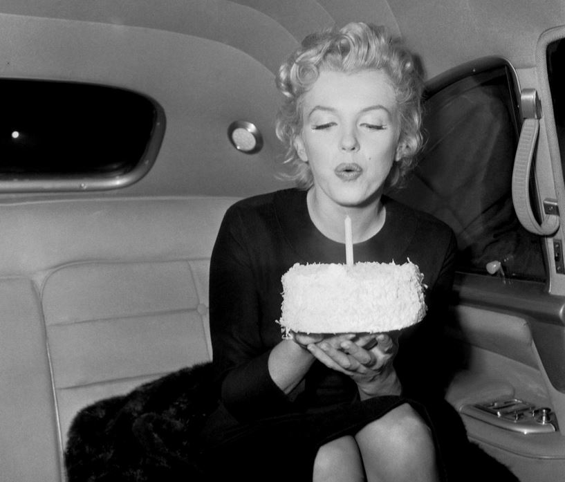 Marilyn Monroe - Birthday Cake