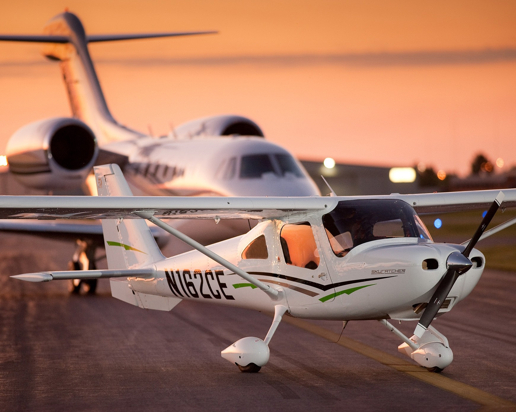 Cessna 162 SkyCatcher and 750 Citation X