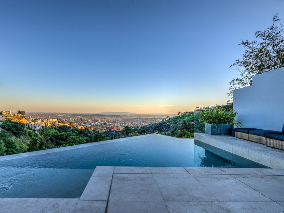 an-angular-infinity-pool-is-a-dramatic-touch-to-the-space