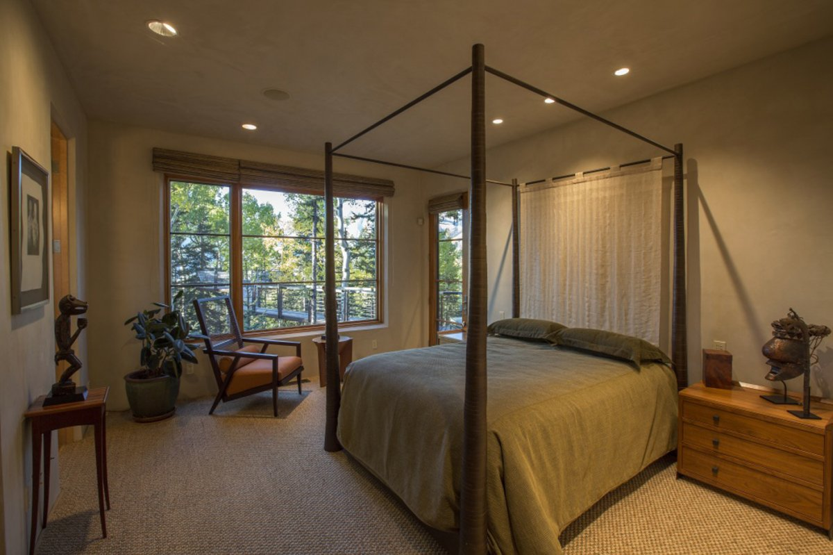 another-bedroom-has-access-to-the-elevated-walkway