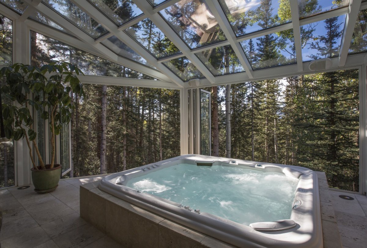 this-enormous-hot-tub-just-might-have-the-best-view-in-the-house