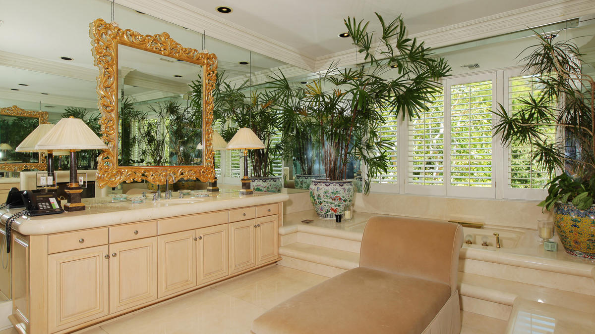 la-fi-hotprop-paul-marciano-beverly-hills-home-034