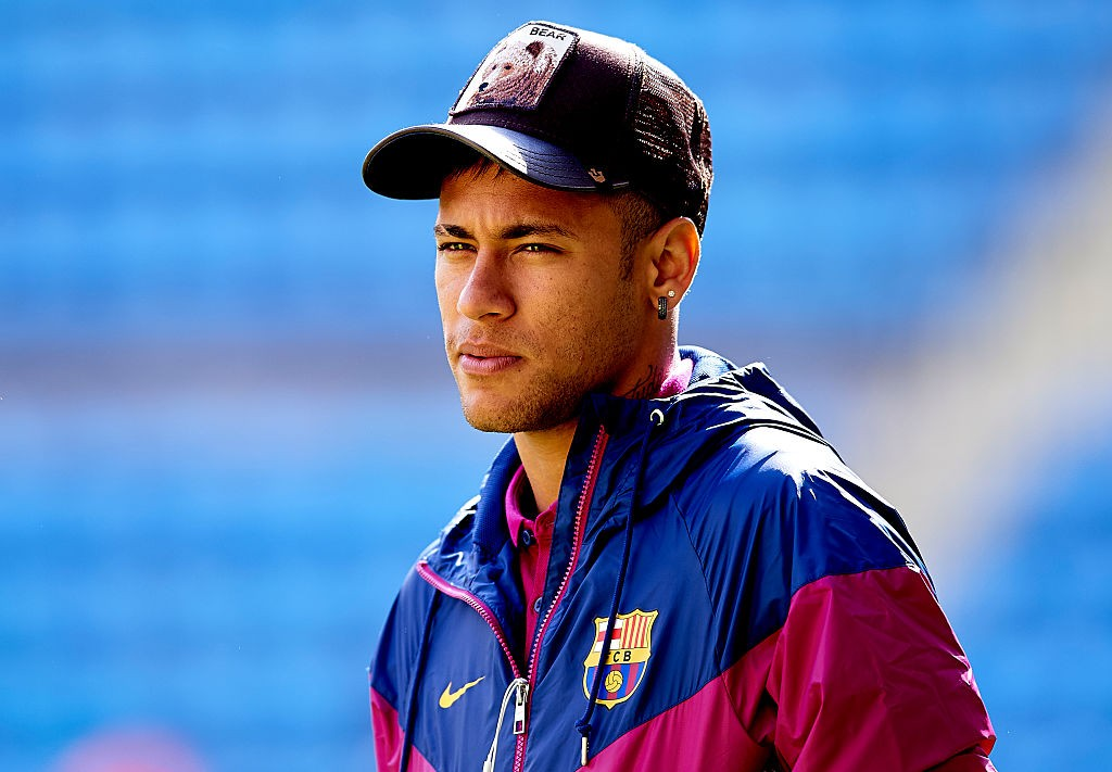 VILLARREAL, SPAIN - MARCH 20: Neymar JR of Barcelona looks on prior to the La Liga match between Villarreal CF and FC Barcelona at El Madrigal on March 20, 2016 in Villarreal, Spain. (Photo by Manuel Queimadelos Alonso/Getty Images)