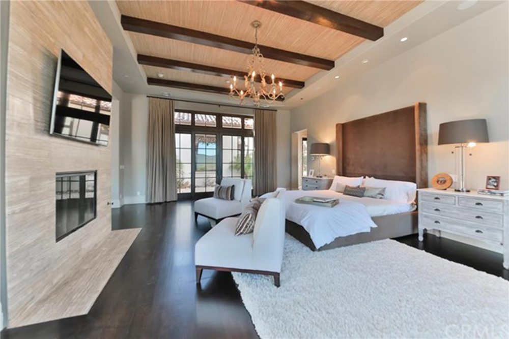 Britney-Spears-Home-For-Sale-In-Thousand-Oaks-CA-Bedroom