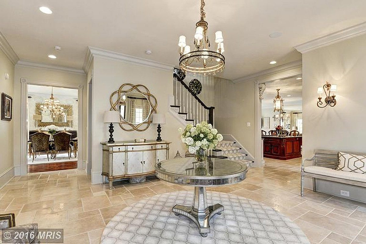 the-entryway-is-bright-and-elegantly-designed