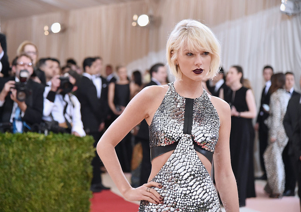 "NEW YORK, NY - MAY 02: Taylor Swift attends the ""Manus x Machina: Fashion In An Age Of Technology"" Costume Institute Gala at Metropolitan Museum of Art on May 2, 2016 in New York City. (Photo by Mike Coppola/Getty Images for People.com) *** Local Caption *** Taylor Swift"