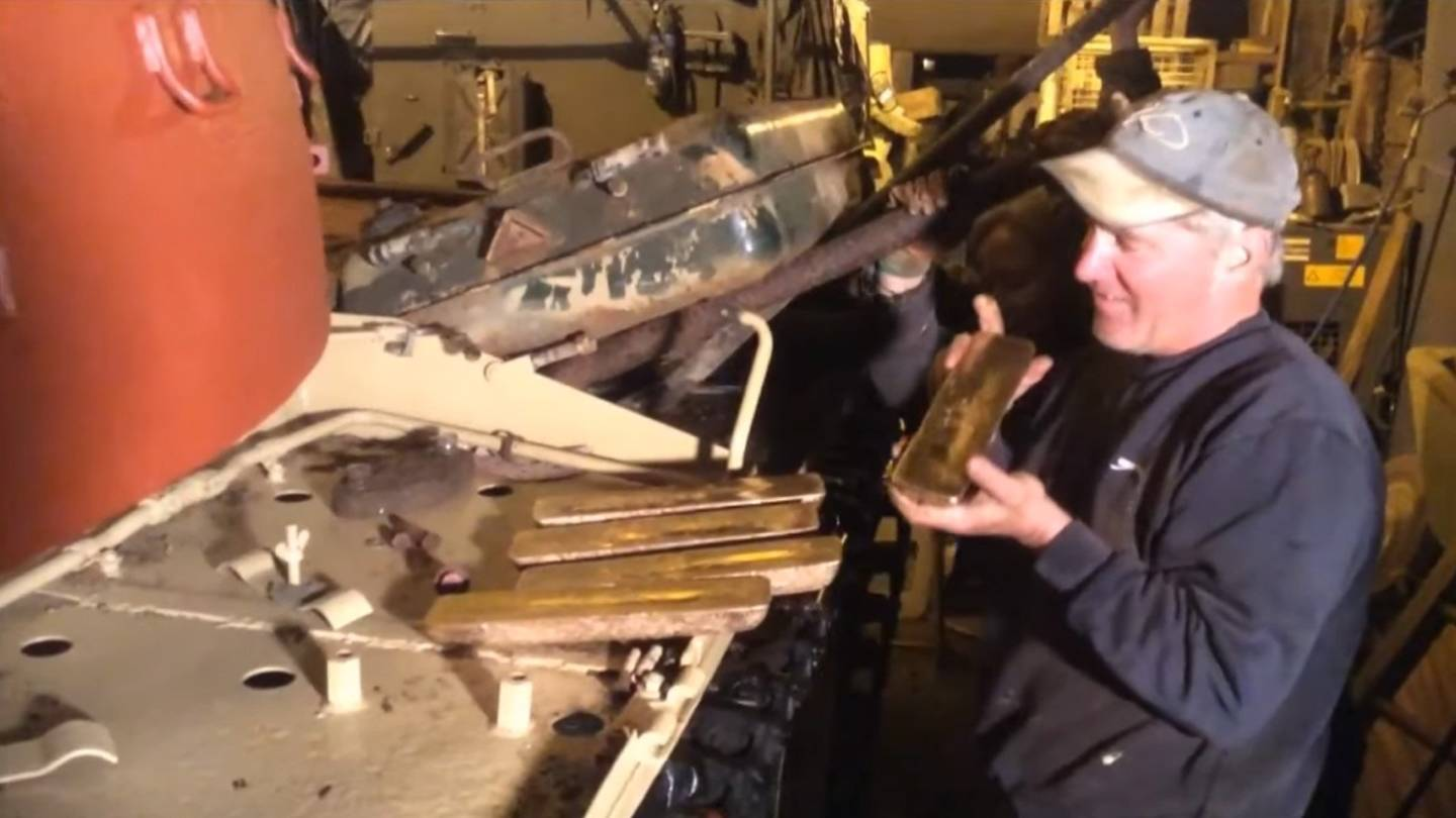 Ex Military Tanks For Sale >> Tank Collector Finds Gold Bars Worth Millions Stashed In Former Iraqi Army Tank | Celebrity Net ...