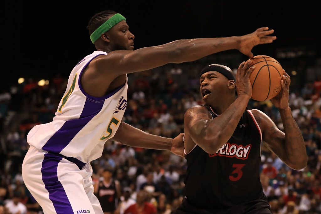 Kwame brown signs one