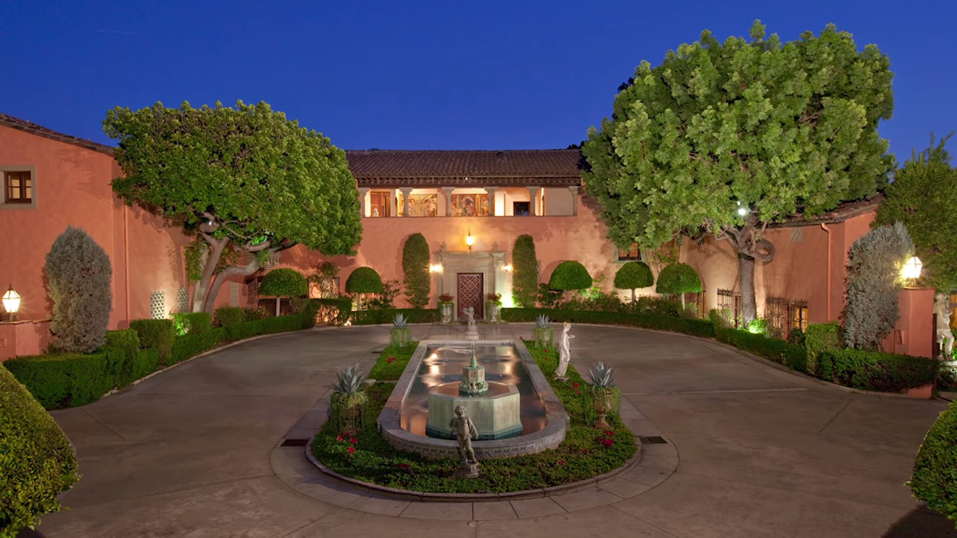 The Famous Horsehead Mansion From The Godfather Now Bankrupt Is For Sale At 125 Million Celebrity Net Worth